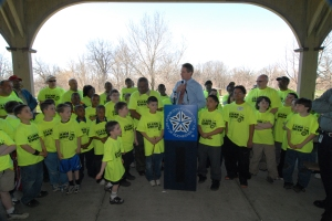 Mayor Robert Duffy addresses young volunteers wearing Clean Sweep shirts during Earth Day activities at the Genesee Valley Park pavilion, April 2007. From the collection of the Rochester City Hall Photo Lab.