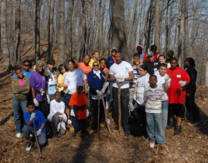 A group portrait of volunteers involved in a scavenger hunt and Earth Day clean up, April 2008. From the collection of the Rochester City Hall Photo Lab.