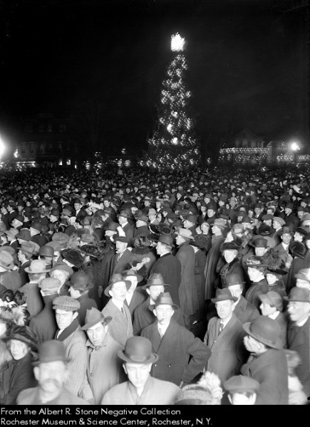 IL_5_anderson park xmas tree 1913-ish